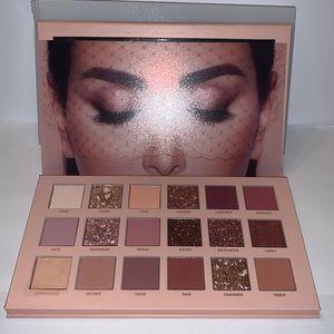 Huda Beauty New Nudes Eyeshadow Palette w Box